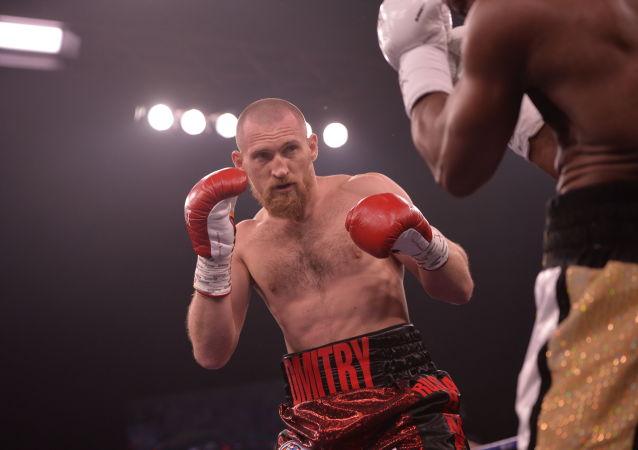 Boxer Dmitrij Kudrjašov během zápasu v Jekatěrinburgu