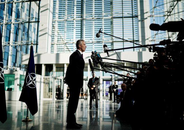 Generální tajemník NATO Jens Stoltenberg na tiskové konferenci před ministerskými rozhovory v Bruselu