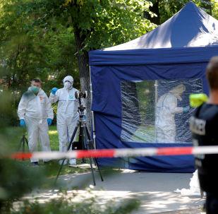 Policie na místě vraždy občana Gruzie Zelimchana Changošvili v Berlíně
