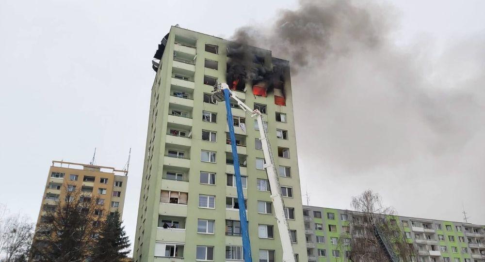 Výbuch plynu a následný požár v panelovém domě v Prešově