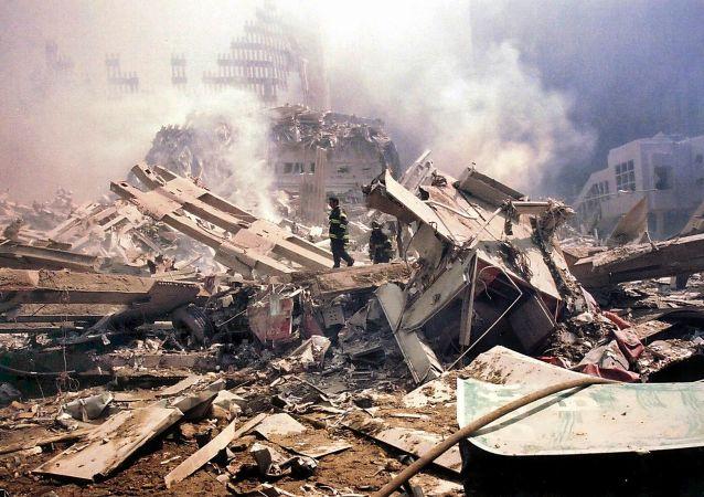 V teroristickém činu zahynulo 341 hasičů, 60 policistů a 8 záchranářů