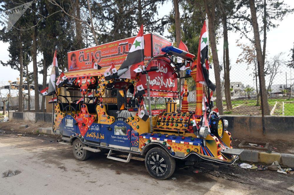 Reklamní hudební vůz ve městě Dúmá, Sýrie