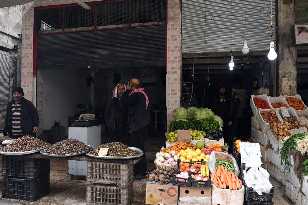 Obchod se zeleninou a ovocem v Dúmě, Sýrie