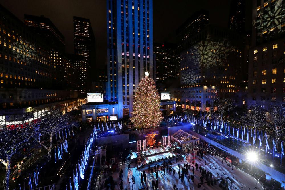 Vánoční strom na náměstí před Rockefellerovým centrem v New Yorku