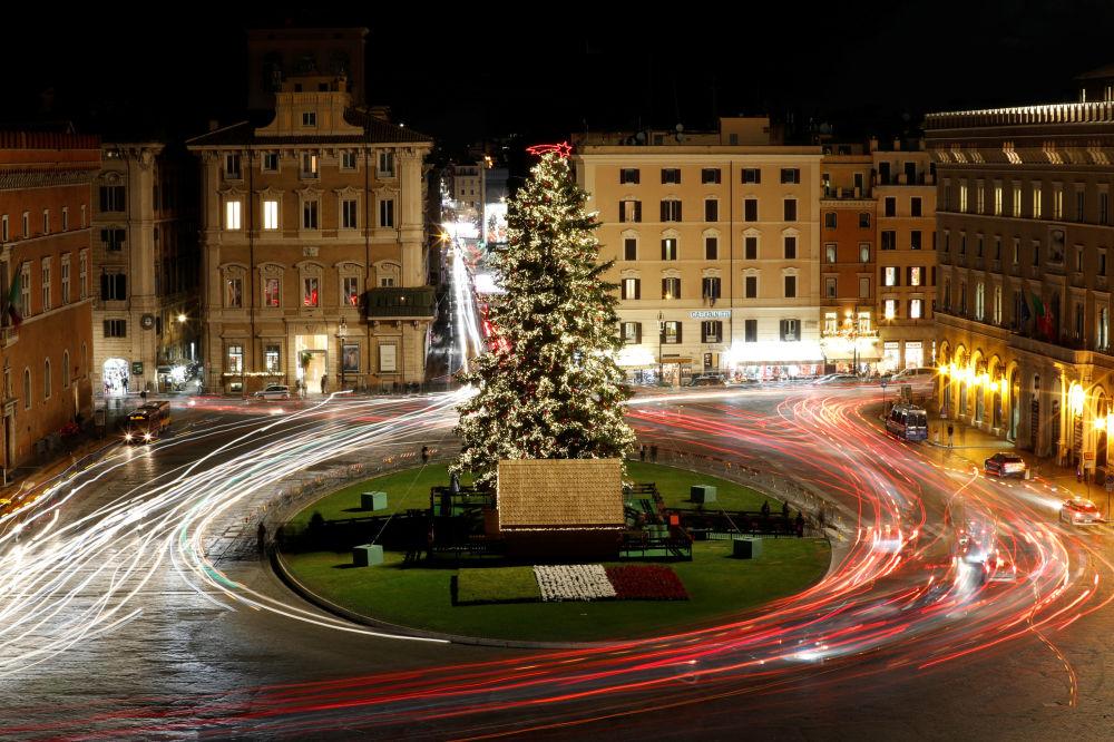 Vánoční strom na Piazza Venezia v Římě