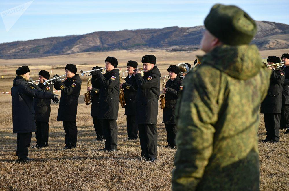Vystoupení vojenského orchestru před začátkem kvalifikačních soutěží