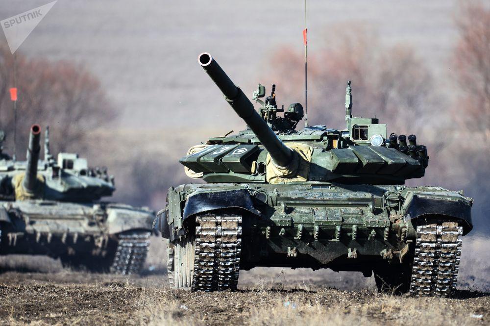 Tanky T-72B3 vojáků pobřežní obrany Černomořské flotily