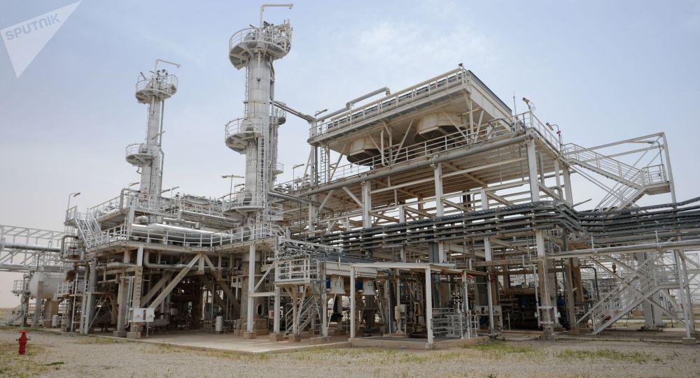 Továrna na zpracování plynu v syrském městě Furqlus