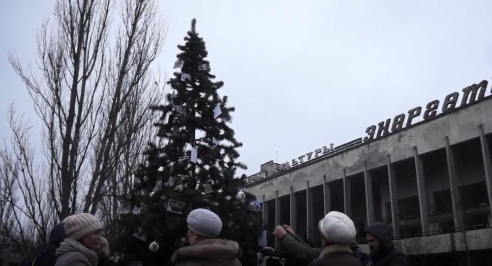 Vánoce v černobylské uzavřené zóně. Poprvé po 33 letech zdobili v Černobylu vánoční stromek