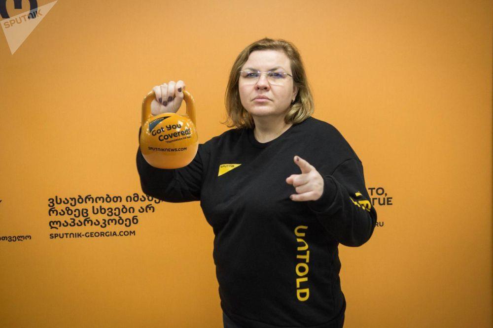 Zaměstnankyně redakce Sputnik Gruzie během akce #SputnikSíla