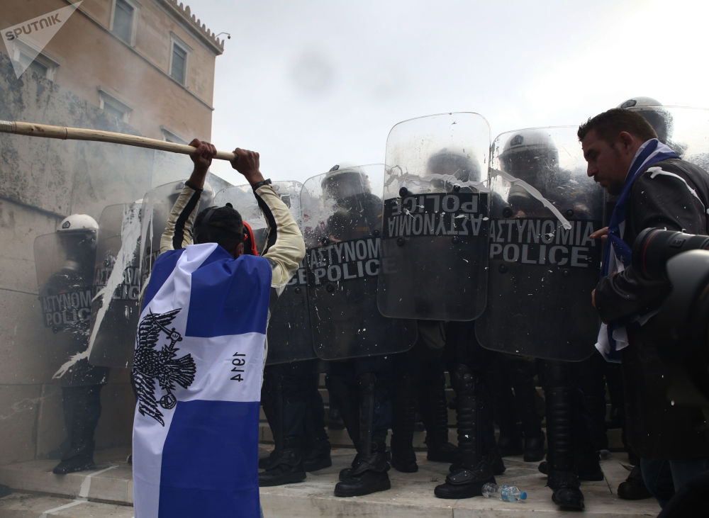 Účastníci akce v Athénách proti Prespanské dohodě o novém ústavním názvu bývalé jugoslávské republiky Makedonie