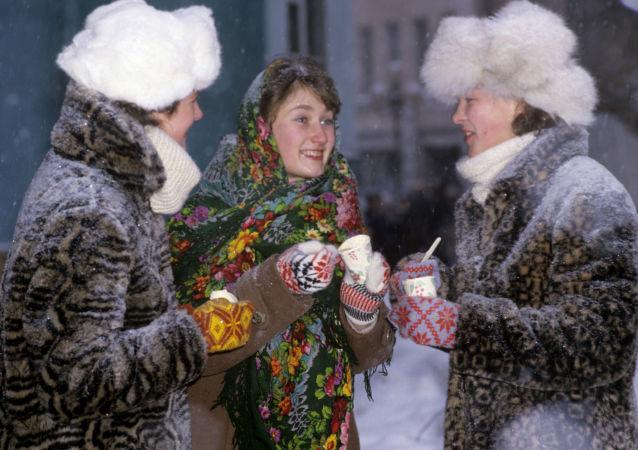 Dívky jedí zmrzlinu