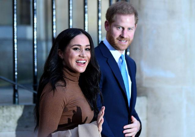 Princ Harry s manželkou Meghan Markleovou po návštěvě kanadského domu v Londýně