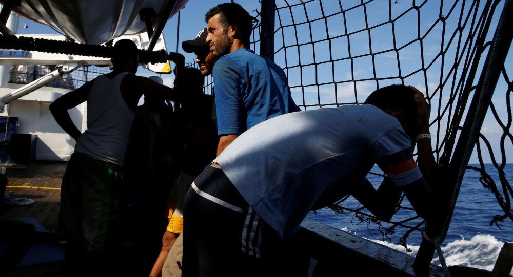 Migranti na německé lodi