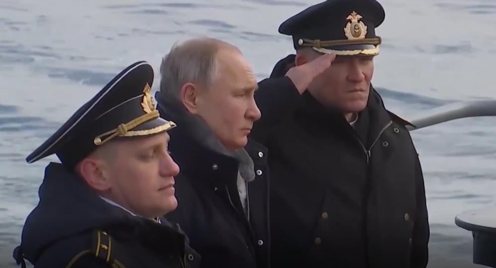 Video: Putin z paluby raketového křižníku osobně sledoval palby během cvičení na Krymu