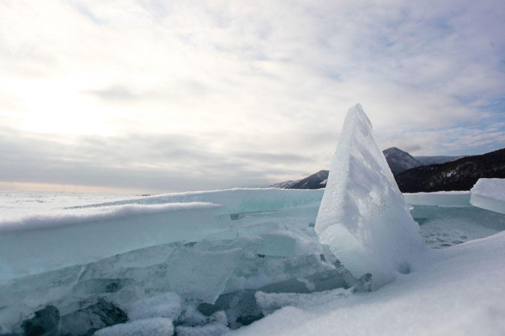 Led na jezeře Bajkal