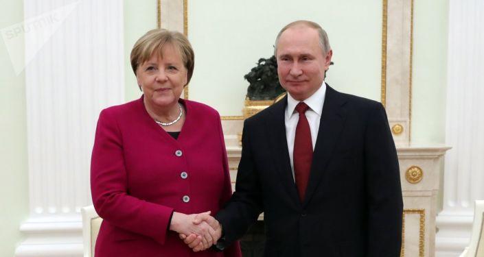 Ruský prezident Putin a německá kancléřka Angela Merkelová