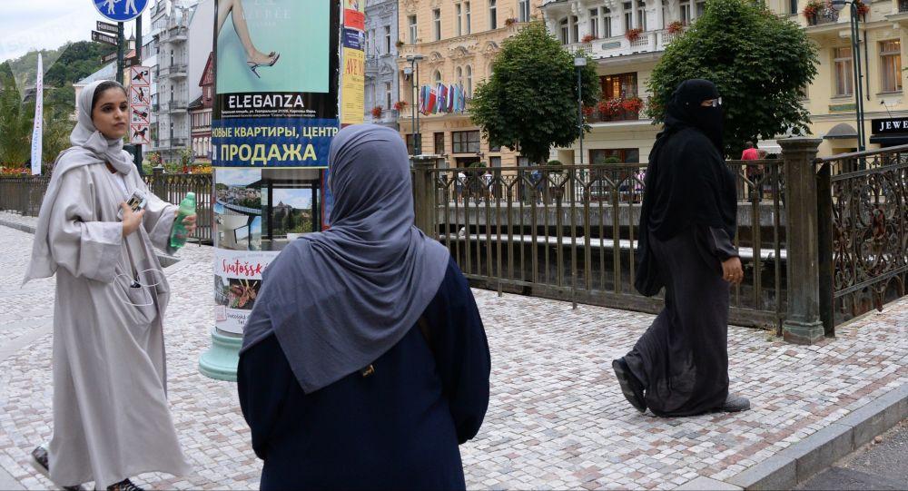 Muslimské ženy na Mlýnské kolonádě v Karlových Varech