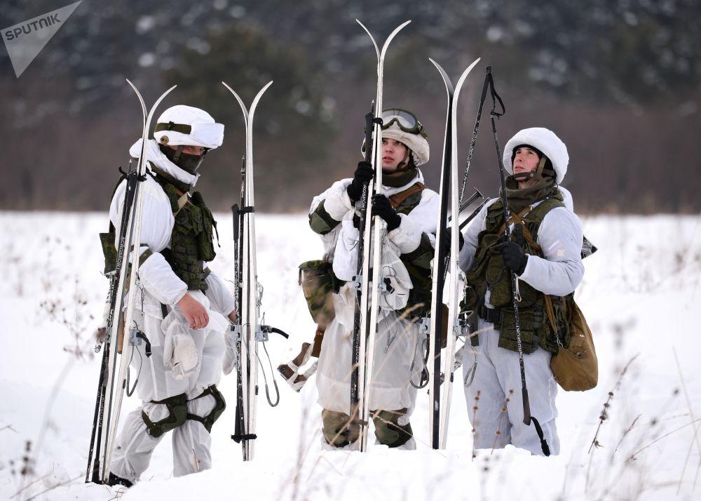 Lyžařský výcvik vojáků v Kemerovské oblasti