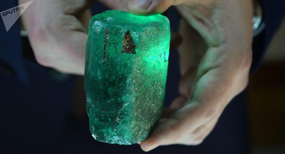 V Rusku našli obří smaragd