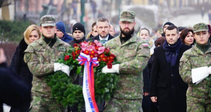 Peter Pellegrini během uložení věnců u příležitosti 75. výročí osvobození Prešova od fašismu