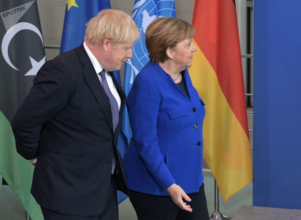 Britský premiér Boris Johnson a německá kancléřka Angela Merkelová