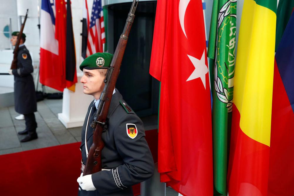 Němečtí vojáci během konference v Berlíně