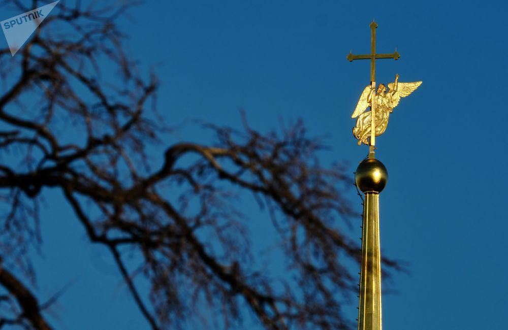 Anděl na věžičce chrámu svatého Petra a Pavla