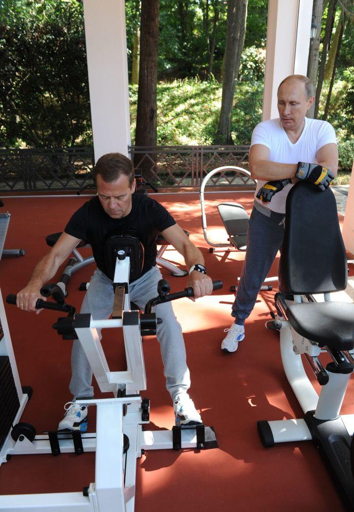 30. srpna 2015 – Ruský prezident Putin a premiér Medveděv si zacvičili v rezidenci Bočarov ručej