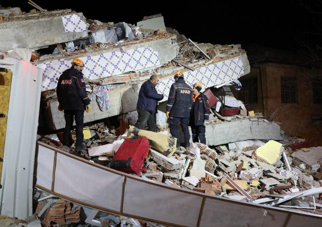 Následky zemětřesení ve východním Turecku