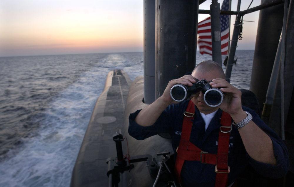Americký námořník na palubě ponorky USS Florida třídy Ohio.