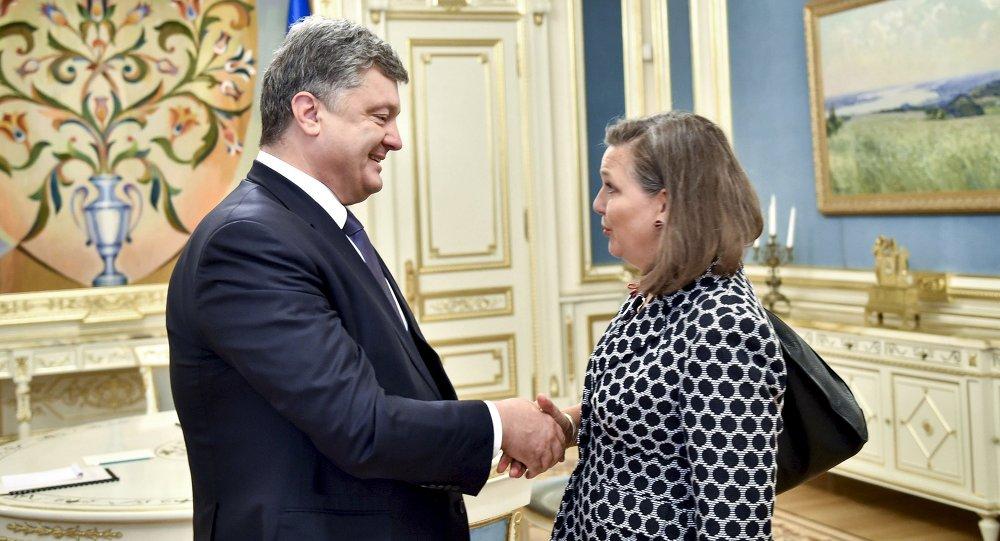 Petro Porošenko a Victorie Nulandová