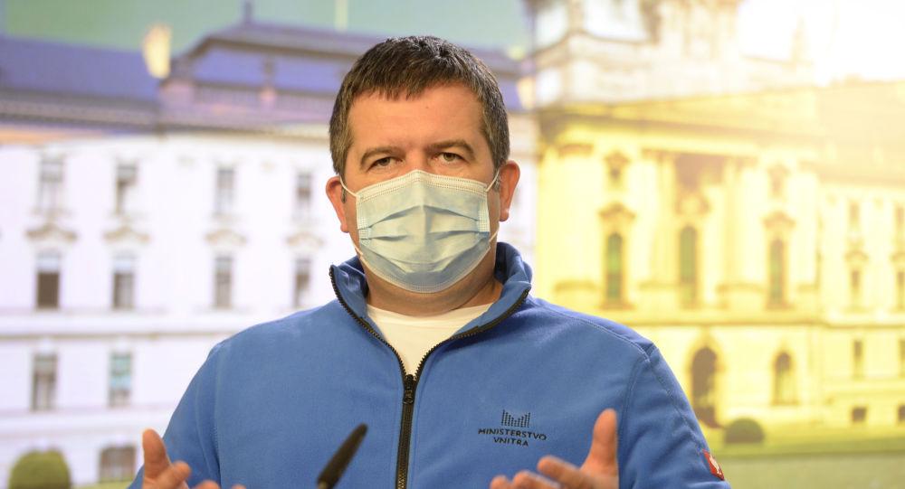 V ČR může být zrušen zákaz vycestování. Hamáček je proti rychlému uvolňování restrikcí