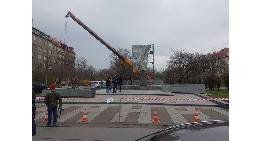 V Praze odstranili sochu maršála Koněva