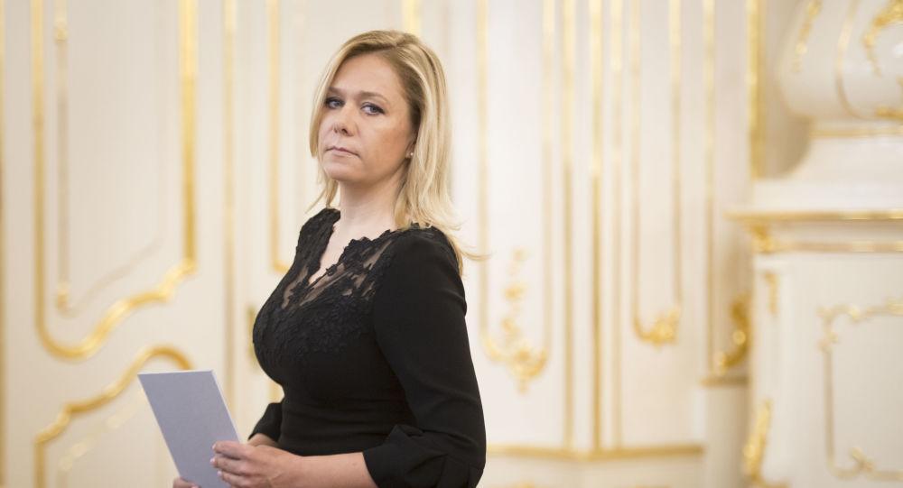 """""""Už ani Čaputová se na to nemohla dívat a pokárala je jako malé školáky."""" Saková vyzývá Matoviče k odpovědnosti"""