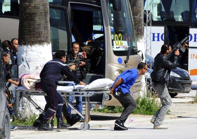 Evakuace turistů v Tunisku