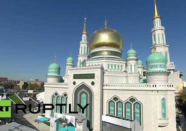 Jedna z největších evropských mešit se otevírá v Moskvě