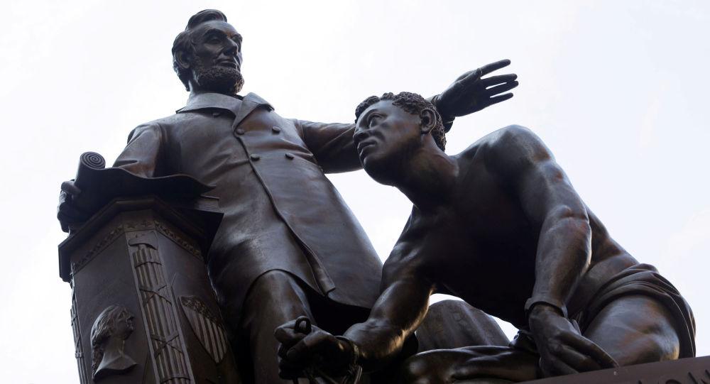 Black Lives Matter? V Bostonu bude odstraněn pomník Lincolna, za jehož vlády bylo zrušeno otroctví
