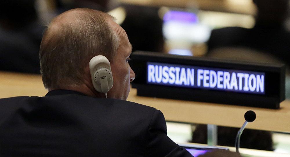"""""""Na Ukrajině vznikla velice vážná geopolitická krize, zvenčí tam byl zorganizován ozbrojený převrat"""", prohlásil Putin"""