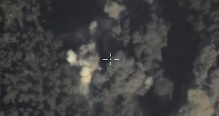 Letectvo RF útočí na vojenskou techniku IS