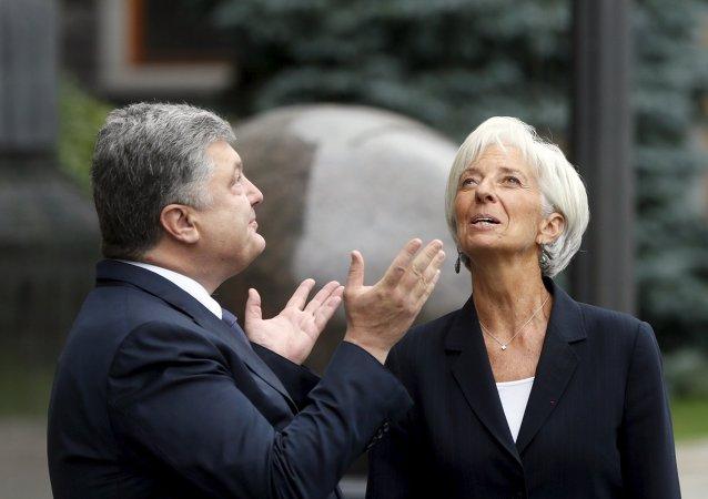 Ukrajinský prezident Petro Porošenko a Šéfka MMF Christine Lagardeová