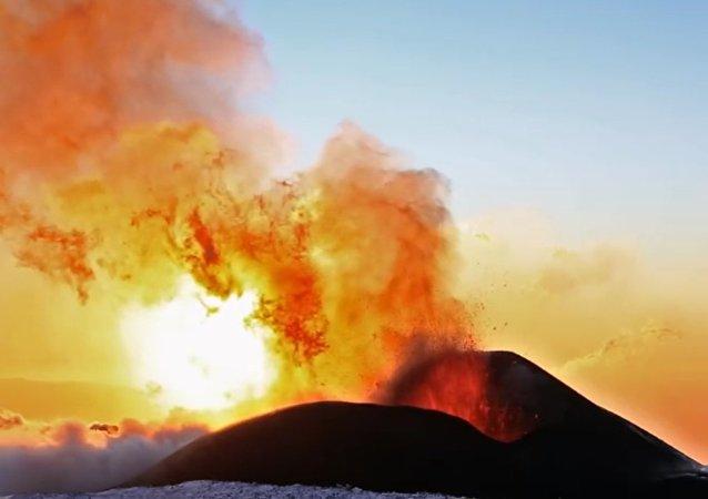 Kamčatka: Erupce sopky Ploskij Tolbačik