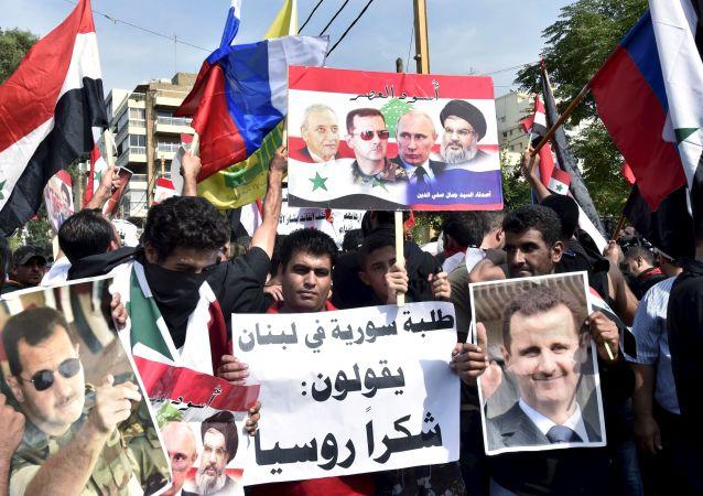 Mítink na podporu Ruska a syrského prezidenta Bašára Asada v Bejrútu