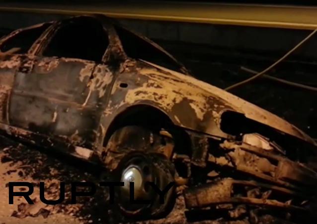Romové zorganizovali nepokoje ve Francii: spálená auta a hromady odpadků