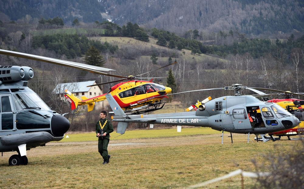 Francouzské vrtulníky blízko místa havárie Airbusu A320