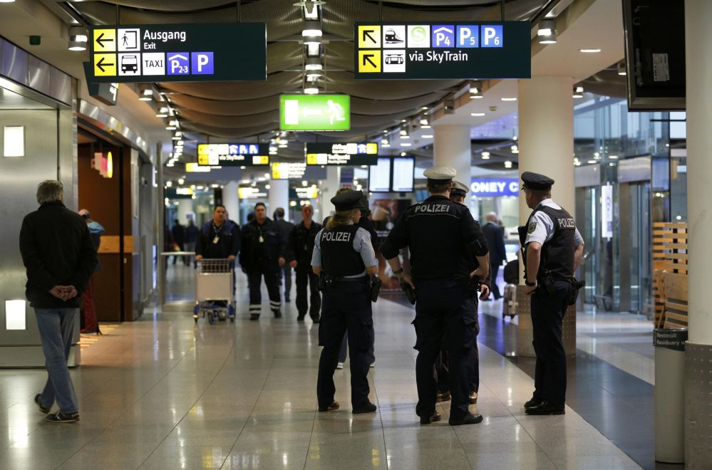 Policie na letišti v Düsseldorfu