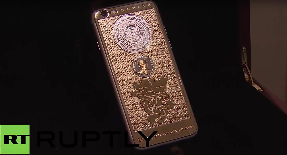 Zlatý iPhone 6S s portrétem Ramzana Kadyrova