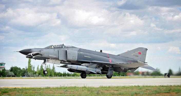 Turecká stíhačka F4E Phantom II