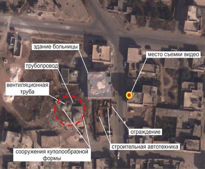 V horním levém rohu je vidět budova typického kupolovitého tvaru. Na snímku je obtažena červeným kruhem.