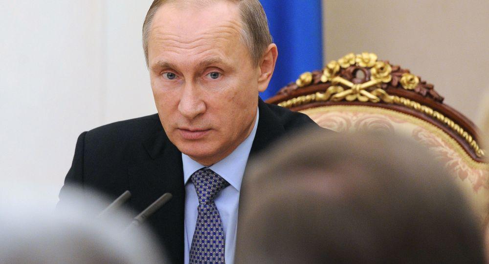 Vladimir Putin během zasedání Rady Federace
